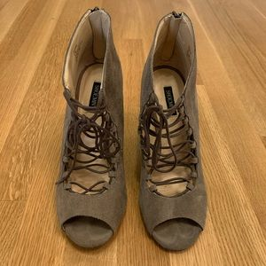 Shoemint Jordane Grey Suede Wedges